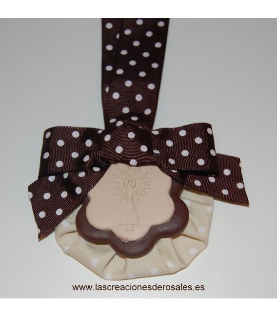 """Medalla doble flor chocolate y beige """"PILARICAS"""""""